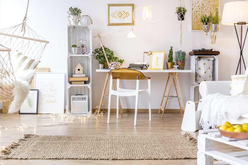 étagères DIY avec caisses en bois blanches
