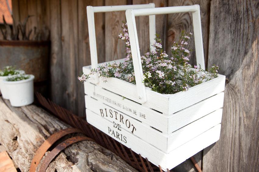Pot de fleurs originale dans une caisse en bois