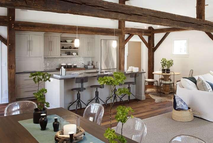 Cuisine ouverte sur le séjour, rustique et moderne à la fois.